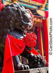 lion statue statuary