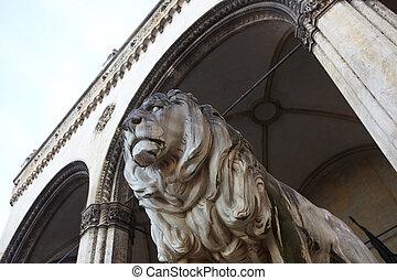 lions at Feldherrnhalle