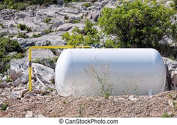 Liquefied gas tank
