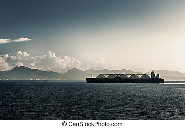 LIQUEFIED NATURAL GAS LNG CARRIER SHIP WITH FIVE TANKS...