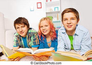 lire, jeune, livres, sourire, adolescents, heureux
