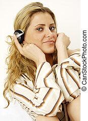 Listens - women