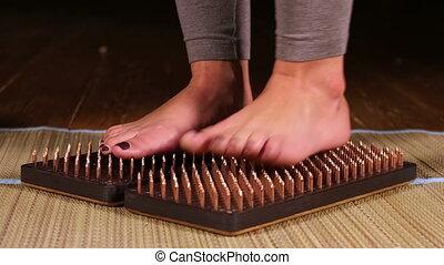 lit, clous, debout, pieds