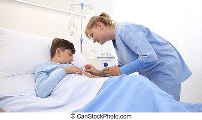 lit, effrayé, aiguille, seringue, coup, hôpital, mensonge, terrifié, enfant, infirmière, vaccin