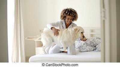lit, femme, chien, elle