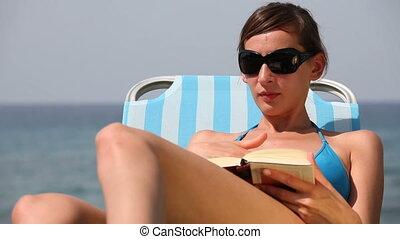 lit, femme, livre