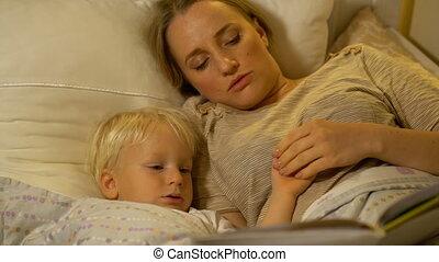 lit, fils, livre, mère, bébé, lecture