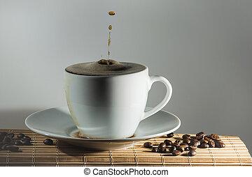 liten droppe, av, kaffe