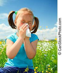 liten flicka, är, blåsning, henne, näsa