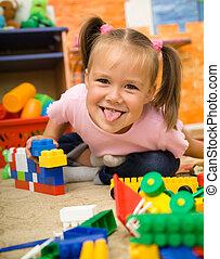 liten flicka, är, spelande leksaker, in, förskola