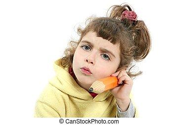 liten flicka, allvarlig, med, stor, blyertspenna i hand