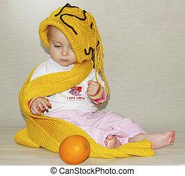 liten flicka, gul, mössa