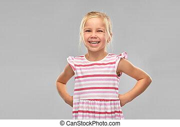 liten flicka, randig, klänning, le
