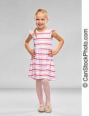 liten flicka, randig, le, klänning