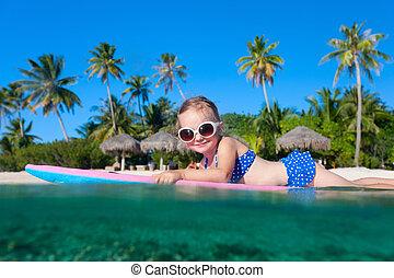 liten flicka, simning
