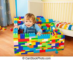 liten knatte, sittande, a, slott, av, leksak spärrar