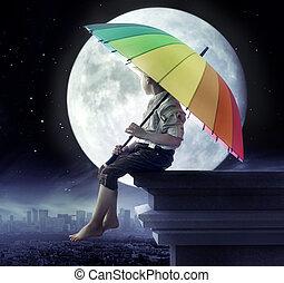 liten pojke, hålla en paraply