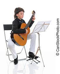 liten pojke, musiker, spelande gitarr