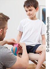 liten, pojke, under, kinesiology, terapi