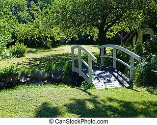 liten, trä bro, in, a, trädgård