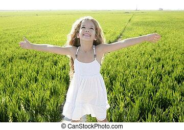 litet, äng, vapen, fält, grön, flicka, öppna, lycklig