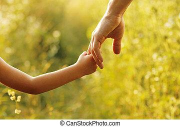 litet barn, fästen, förälder, hand