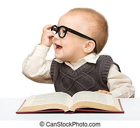 litet barn, lek, bok, och, glasögon