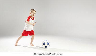 litet, begåvat, pojke spelande fotboll