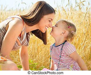 litet, dag, mor, lycklig, ung, sommar, dotter, fält