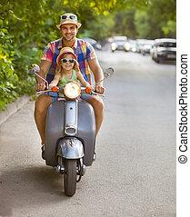 litet, dotter, årgång, sparkcykel, fader, ung, ridande, lycklig
