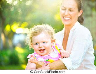litet, dotter, henne, utomhus, mor, nöje, ha