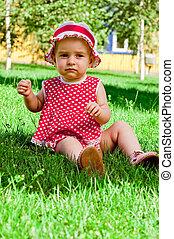litet, gräsmatta, flicka, lycklig