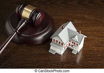 litet hus, modell, liten hammare slagklubba, bord