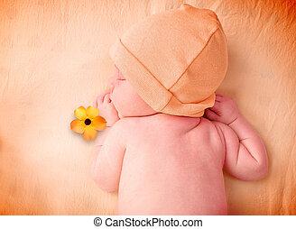 litet, nyfödd baby, sova, med, blomma