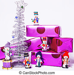 litet, söt, stilig, snowmen, toys, med, purpur, gåvor, och, silver, t