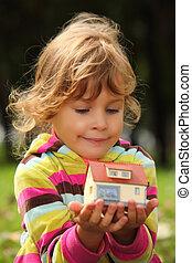 litet, utomhus, hus, leksak, räcker, liten, flicka