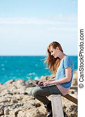 litoral, laptop, mulher, dela, trabalhando