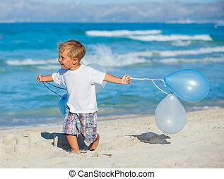 Little boy with ballons on the beach - Little boy running ...