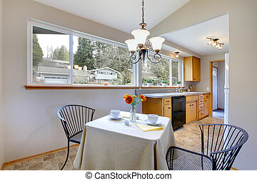 Little dining area in a bright kitchen room