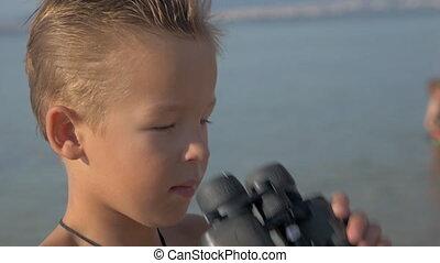Little explorer with binoculars