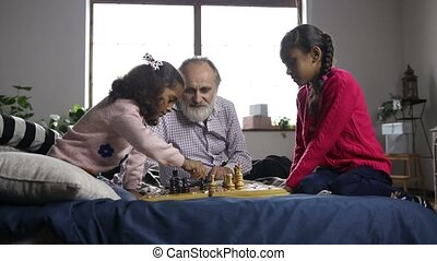 Little girl captured a pawn and celebrates at home - Smart...