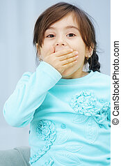 Little girl closes mouth