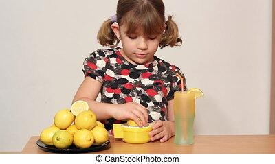 little girl make lemonade