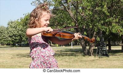 little girl play violin