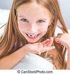 girl showing her teeth