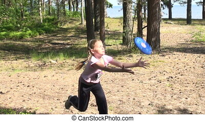 Little girl starts a flying disk