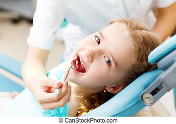 Little girl visiting dentist - Little girl sitting in the ...