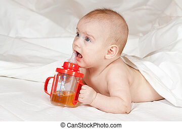 Little girl with baby bottle - Little girl of 5 months with...