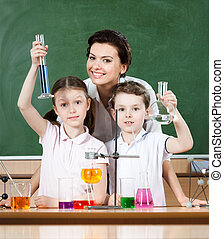 Little pupils study chemistry with their teacher