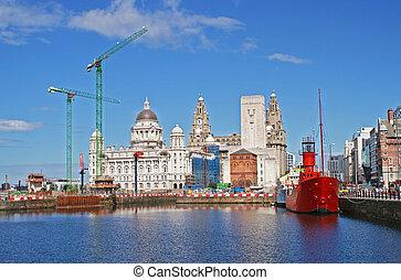 Liverpool Docks - Liverpool docks and the Liver Building ...